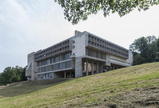 La Tourette / Le Corbusier. Image © Fernando Schapochnik