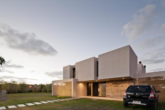 Olivos House  / TATÚ Arquitectura