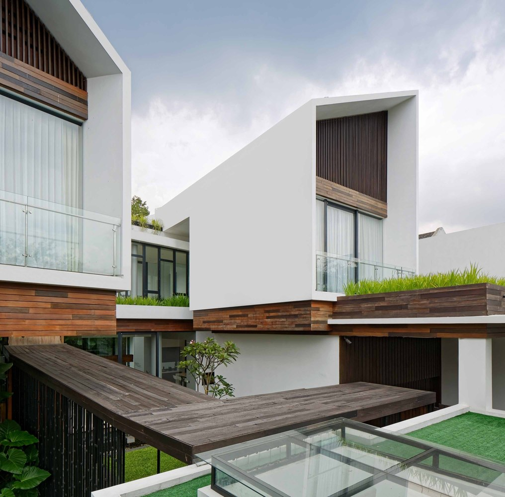 Gallery of Long House / TWS & Partners - 1