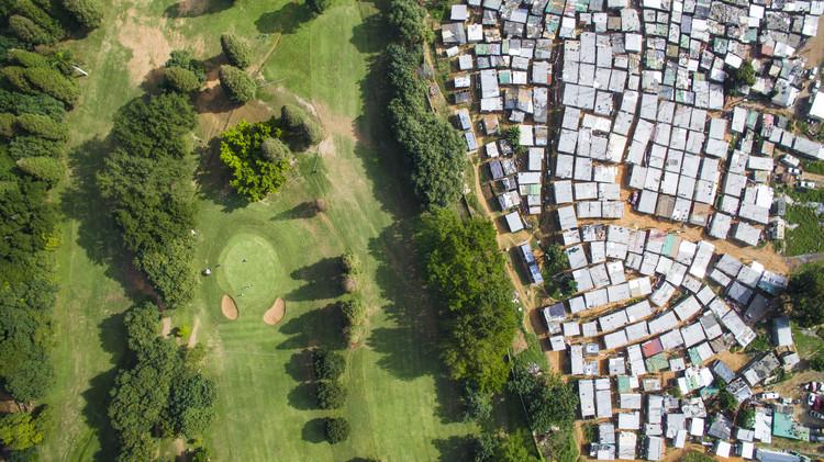 Papwa Sewgolum Golf Course, Durban, South Africa. Image © Johnny Miller / Unequal Scenes