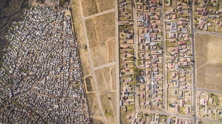 Kya Sands, Johannesburg, South Africa. Image © Johnny Miller / Unequal Scenes