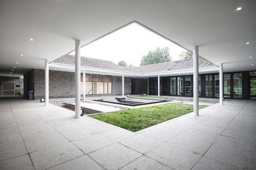 Center courtyard. Image © Lei Mao