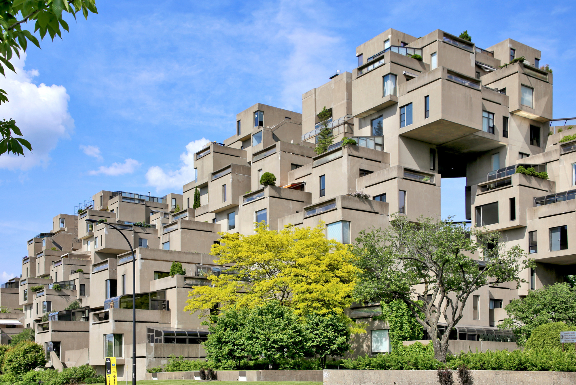 """A History of Concrete Molds, From Thomas Edison's Failed Cement Company to """"Habitat 67"""""""