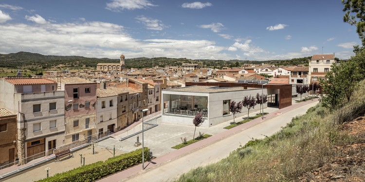 Day Center and Home for the Elderly of Blancafort / Guillem Carrera , © Adrià Goula