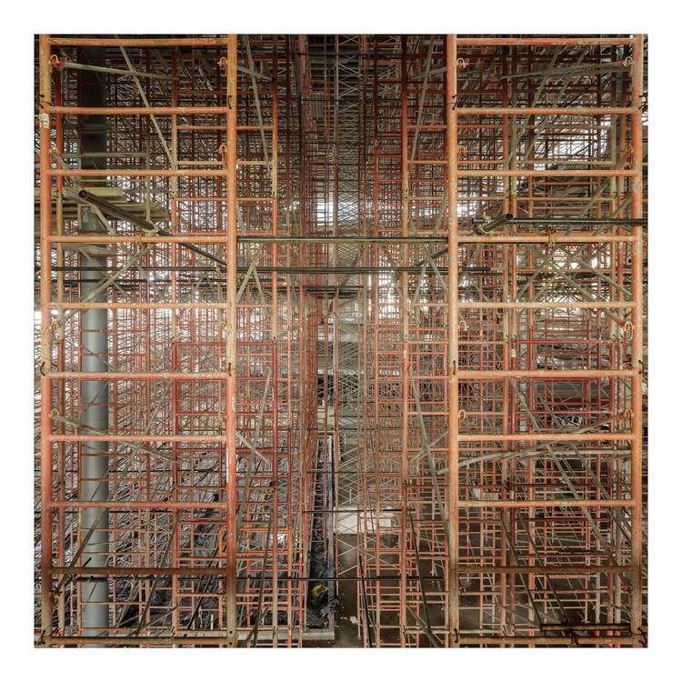 Fernando Alda explora la construcción de un rascacielos en su más reciente ensayo fotográfico, © Fernando Alda