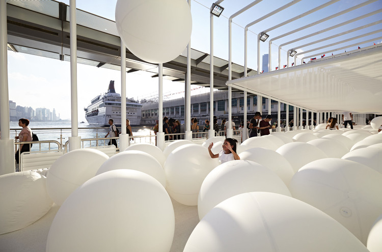 Snarkitecture's BOUNCE Offers A Surreal Playground to Hong Kong's Waterfront, BOUNCE. Image Courtesy of Snarkitecture