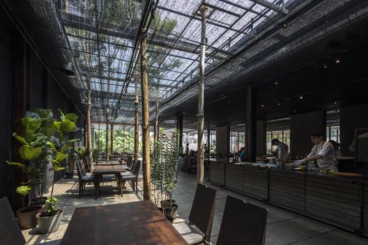 Restaurante de sombra / NISHIZAWAARCHITECTS