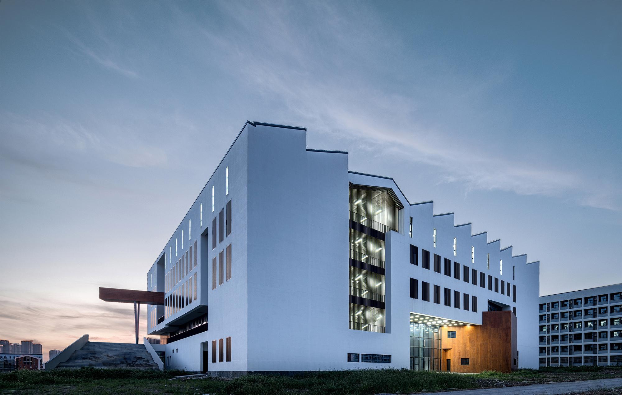 Fine Arts Building of AHUAC / TJAD