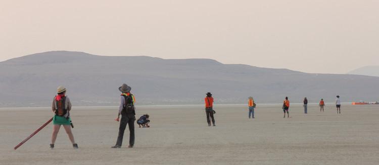 Como é construída Black Rock City, a cidade efêmera do Festival Burning Man, © Shalaco Sching