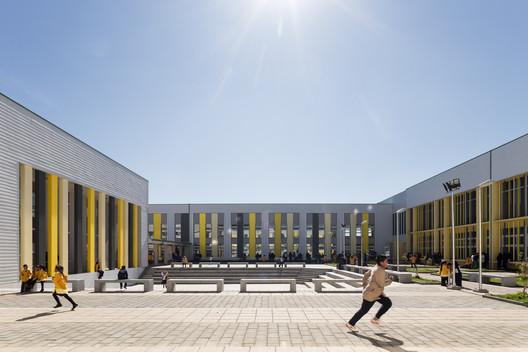 Colegio de Cultura y Difusión Artística de la Unión / Crisosto Smith Arquitectos