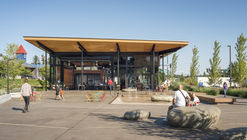 El Hangar de Kenmore Town Square / Graham Baba Architects