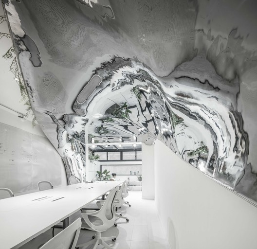 """Silvery vortex"" resembles time tunnel. Image © Yijie Hu"