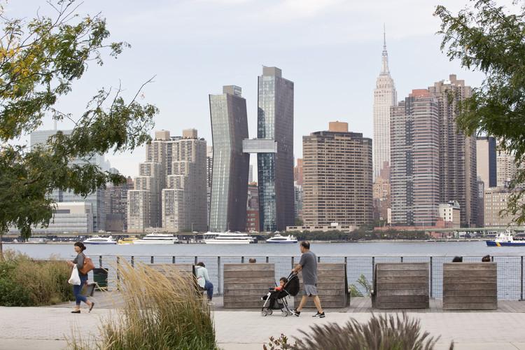 Reflexiones sobre los cambios en la ciudad de Nueva York: arquitectos y escultores , American Copper Building de SHoP Architects. Image © SHoP Architects