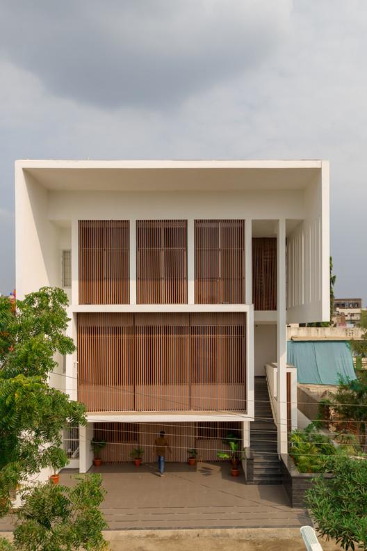 Casa pozo entubado / Atelier Shantanu Autade