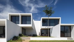 House of Courtyards / BLOCO Arquitetos