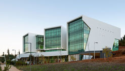 Edificio Carrera de Tecnología Médica PUCV / Juan Pavez Aguilar y José Requesens Aldea