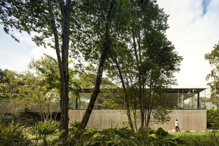 17 Contemporary Brazilian Landscape Architects, Fio House / Studio MK27. Image © Fernando Guerra
