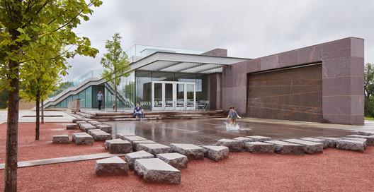 River's Edge Pavillion / Alley Poyner Macchietto Architecture