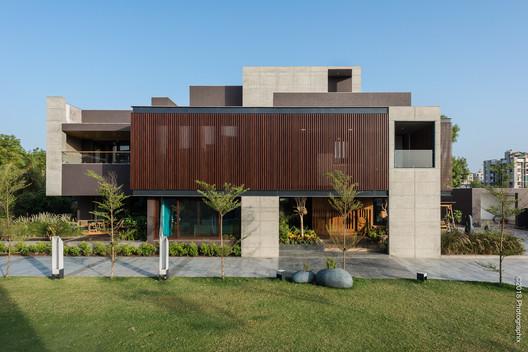 Casa Pantalla / The Grid Architects