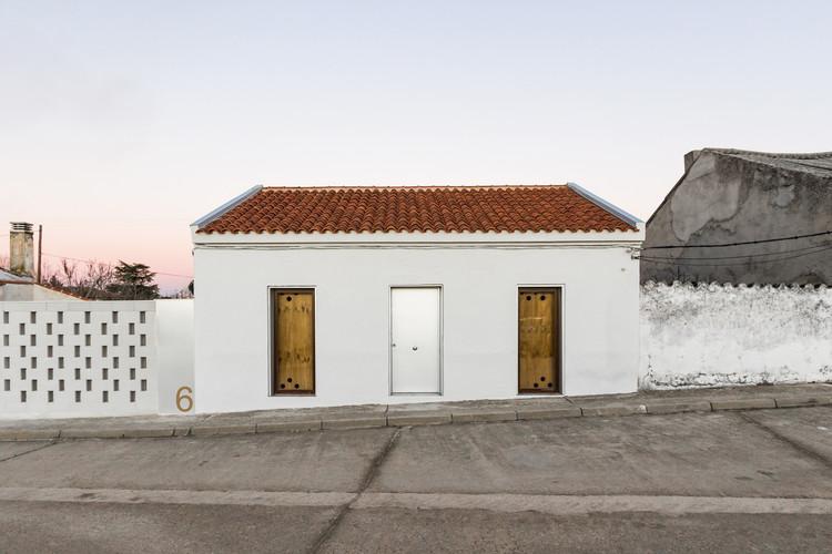 Reabilitação residencial em Villanueva de Duero / Arias Garrido Arquitectos, © Rubén Hernández Carretero