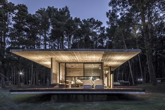 Forest House / Besonias Almeida Arquitectos