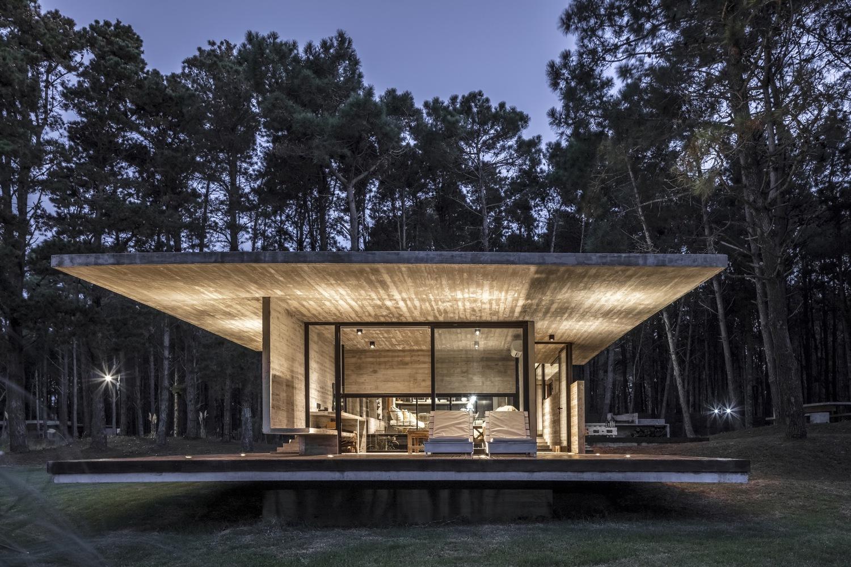 Casa Bosque / Besonias Almeida Arquitectos