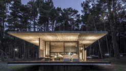 Residência Bosque / Besonias Almeida Arquitectos