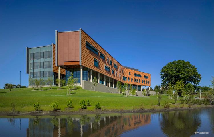 Oakland University Human Health Building / SmithGroup, © Prakash Patel