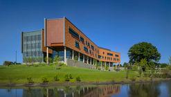 Oakland University Human Health Building / SmithGroup