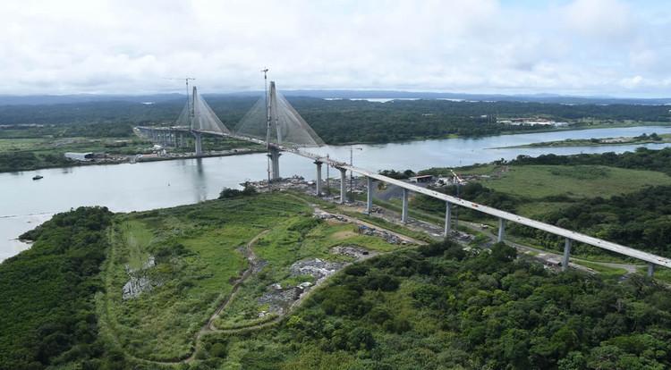 world s longest prestressed concrete bridge nears completion over