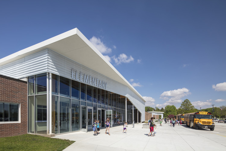 Wisner-Pilger Public Schools Addition / BVH Architecture, © AJ Brown