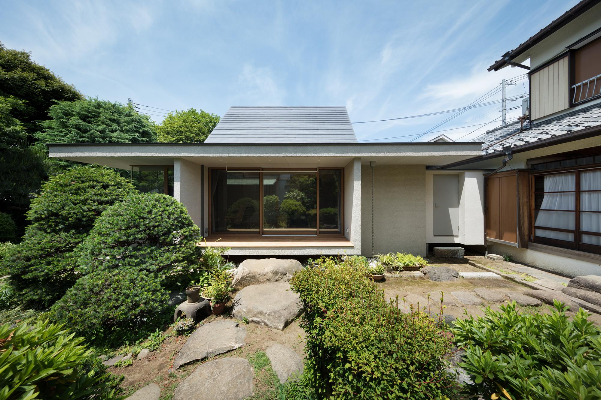 Dutch Gable Roof House / Hiroki Tominaga-Atelier | ArchDaily