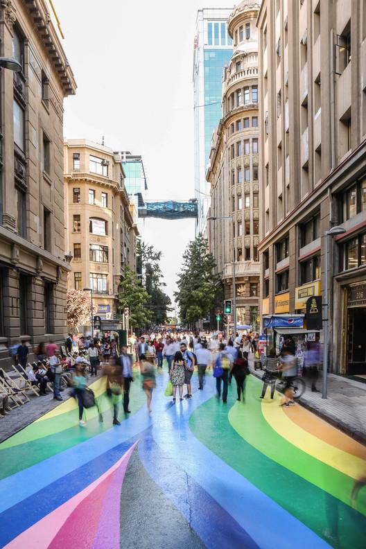 Colorido Paseo Bandera se mantendrá peatonal en el centro de Santiago, © María González