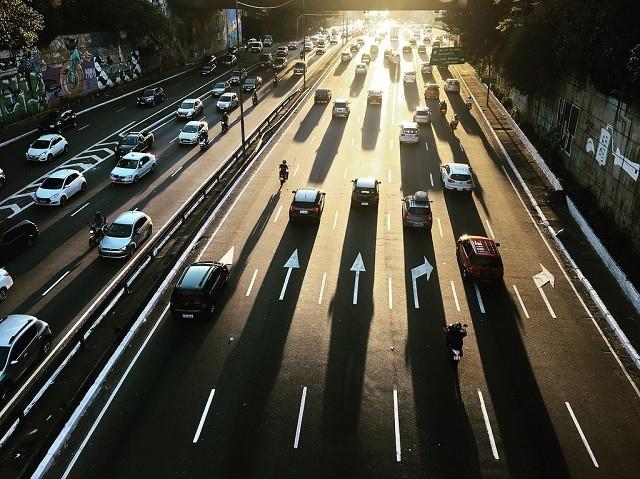 Algumas cidades estão taxando aplicativos de transporte. Isso é bom?, São Paulo é uma das cidades brasileiras que estabeleceram taxas para serviços de transporte sob demanda. Foto: Arnaud Matar/Flickr
