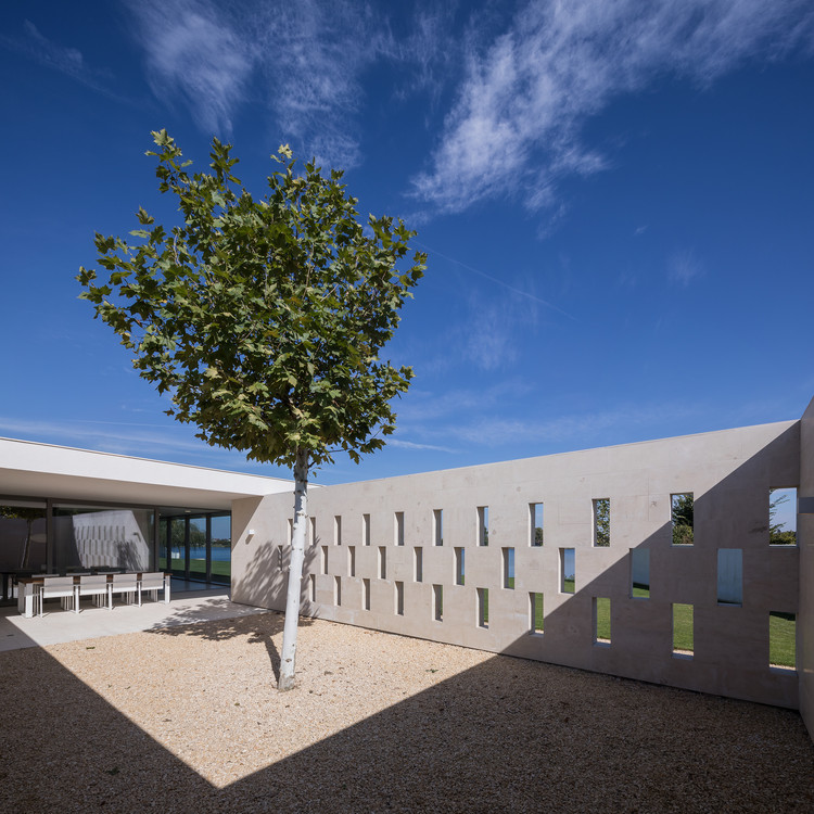 Residencia BUFTEA / ASSAR LLOX ARCHITECTS, © Radu Malasincu