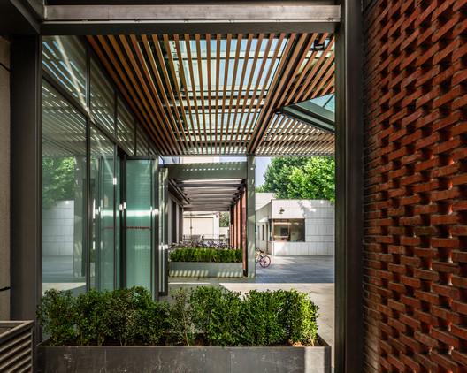 entrance. Image © Daqian Yin