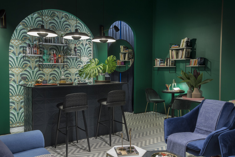 Bar, cocina, galería y asador: 4 proyectos destacados en Casa FOA Chile 2018, Bar en la biblioteca. Image Cortesía de Hugo Grisanti y Kana Kusen