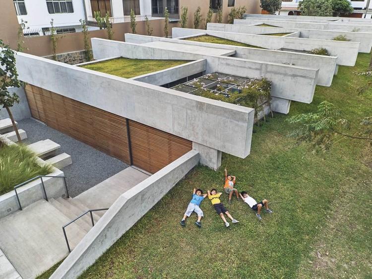 Centros culturais: 50 exemplos em planta e corte, © Ramiro del Carpio