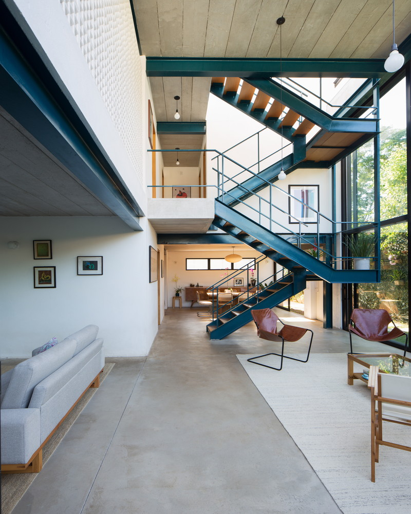 Blue House / Bruno Levy