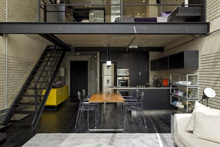 Loft Industrial / Diego Revollo Arquitetura, © Alain Brugier