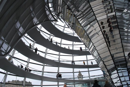 Berlin Reichstag - Now. Image Courtesy of Flickr user oh-berlin, licensed under CC BY 2.0