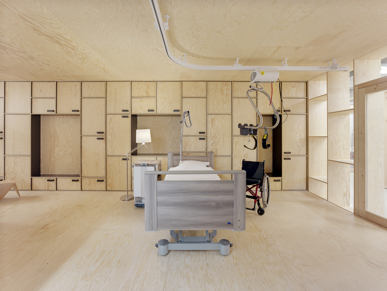 Waiting Rooms, Reception Areas, & Courtyards: 43 Notable Examples of Hospital Architecture