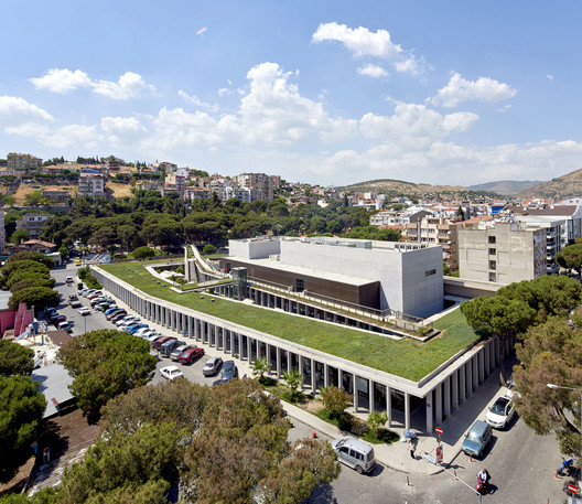 Bergama Cultural Center  / Emre Arolat Architects