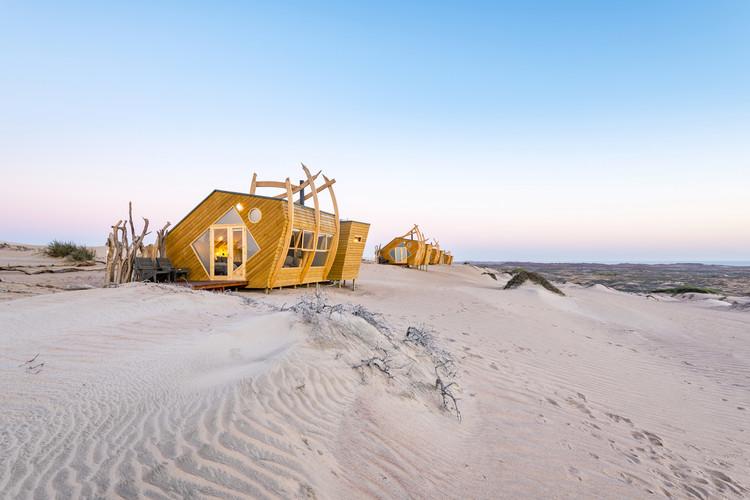 Shipwreck Lodge / Nina Maritz Architects, © Shawn van Eeden