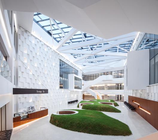 Knowledge Link Atrium. Image © Yijie Hu