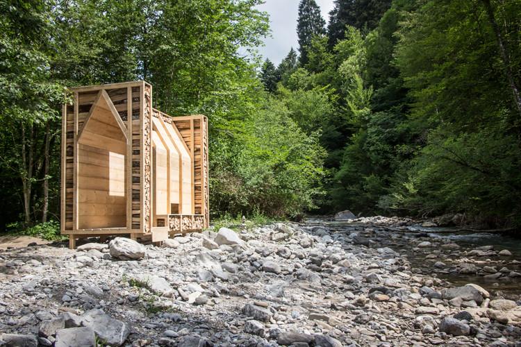Refugio de Madera / Léa Bostmambrun + Réal Emond, Cortesía de Réal Emond