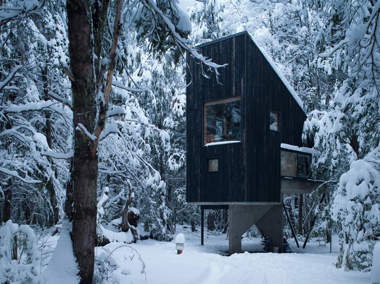Shangri-la Cabin / DRAA + Magdalena Besomi, © Felipe Camus