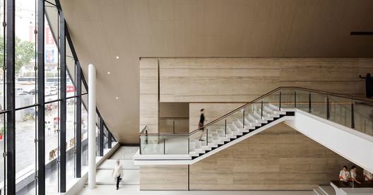 aisle of 2 floor. Image © Yuchen Chao