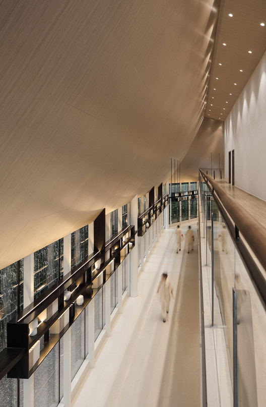 partial view of aisle. Image © Yuchen Chao