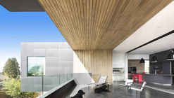 Casa Container / McLeod Bovell Modern Houses